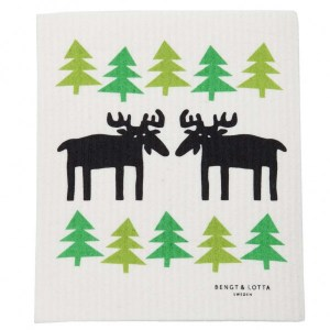 Dishcloth-Moose-in-Forest-WP-600x600